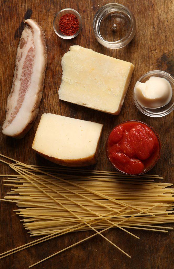 spagetti-alla-matriciana-recept