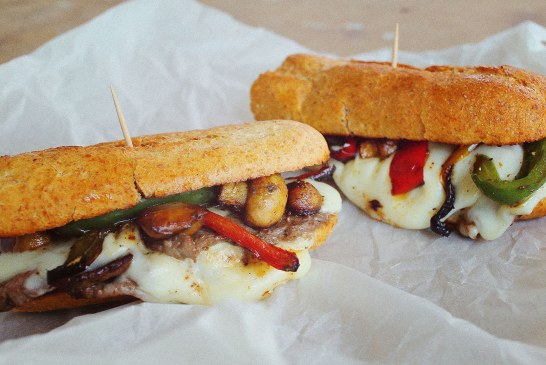 Philadelphia cheese steak szendvics – Szaftos és sajtos