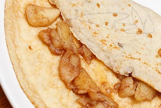 Teljes kiőrlésű palacsinta - karamellizált almával és Juharsziruppal