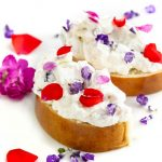 Vaníliás kalács gyümölcsös krémmel – Rózsával
