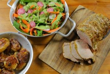 Jön a Hétvége: Egészben sült karaj zöld salátával - Serpenyős sült krumplival