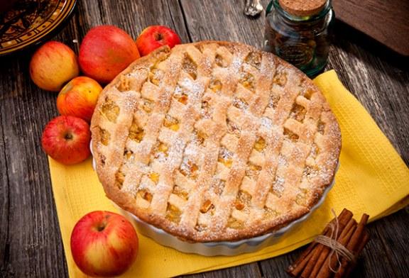 Omlós, rácsos almás pite – Vaníliás krémmel