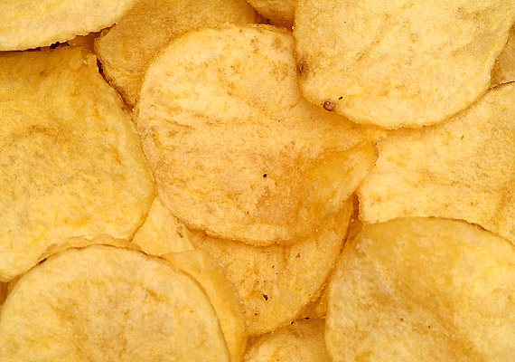 sok-so-van-benne-keveset-adj-a-gyereknek-chips
