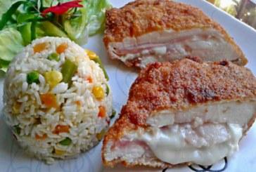 Sajttal-sonkával töltött csirkemell – Tökéletes panírban