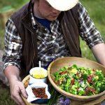 Jamie Oliver – Brokkoli saláta bacon-el, paradicsommal
