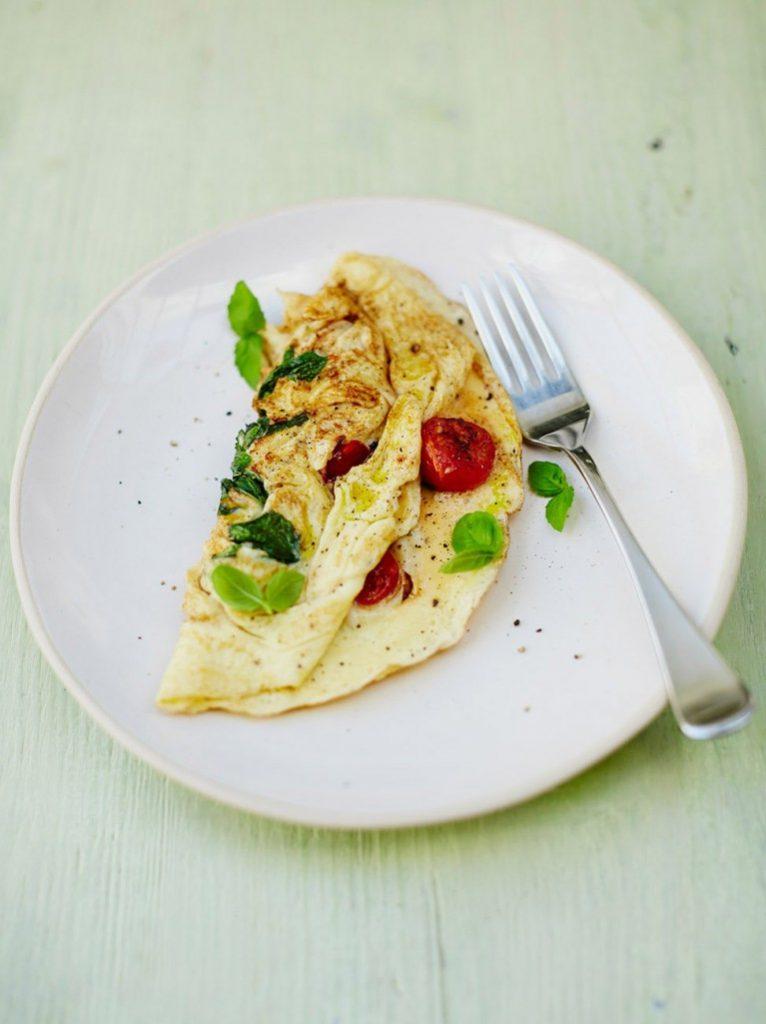 jamie-oliver-paradicsom-bazsalikom-omlett-tojas-rantotta