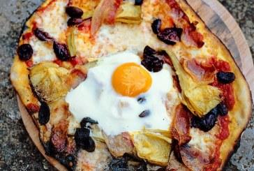 Jamie Oliver - Pizza tojással, prosciutto, articsókával, olíva,mozzarella,bazsalikommal ...