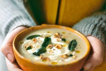 Jamie Oliver: Forró almás ZellerKrém leves - Ropogós zsálya levelekkel