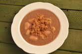 Szilvás gombóc leves, pirított vajas morzsával