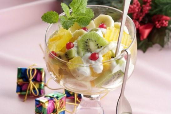 Krémsajtos déligyümölcs saláta