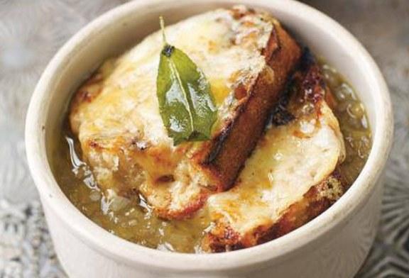 Jamie Oliver féle - Angol hagymaleves zsályával és cheddar sajttal, recept