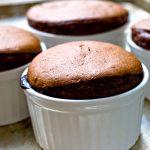 Kívül ropog, belül folyik: a tökéletes csokiSZUFLÉ receptje