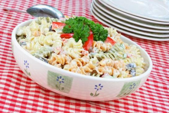Meleg tésztasaláta sok zöldséggel - Amilyen egyszerű, olyan finom