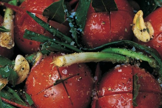 Jamie Oliver féle – Balzsamecetes, póréhagymás, bazsalikomos sült paradicsom, recept