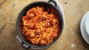 Paradicsomos spagetti húsgolyókkal
