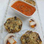 Gombás rizspogácsa sütőtökös mártogatóssal, recept