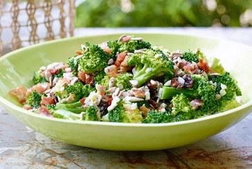 Egy igazán kiadós vacsora: Baconös-brokkolis saláta, recept