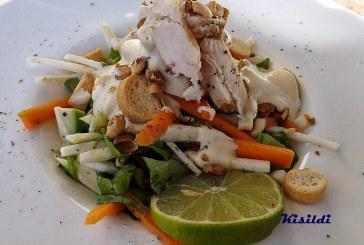 Gyömbéres csirkemell csíkok zellersalátán, recept
