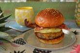 Így készül a Ponyvaregény híres hamburgere: Big kahuna burger, recept
