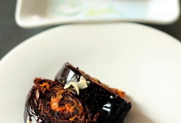 Csillogó csokoládémázas piskótatekercs