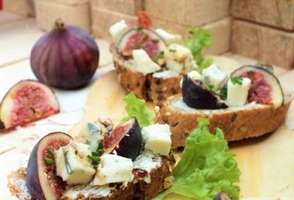 Kéksajtos fügés szendvicsfalatok, recept