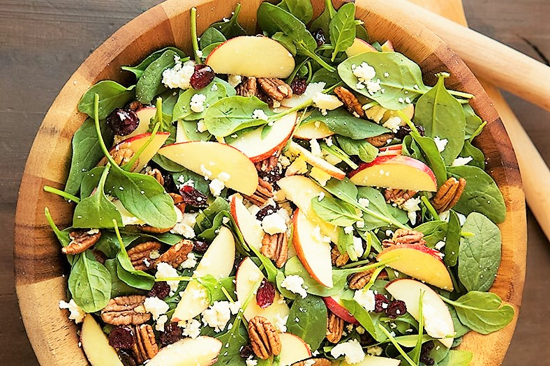 Igazi őszi saláta almával és spenóttal