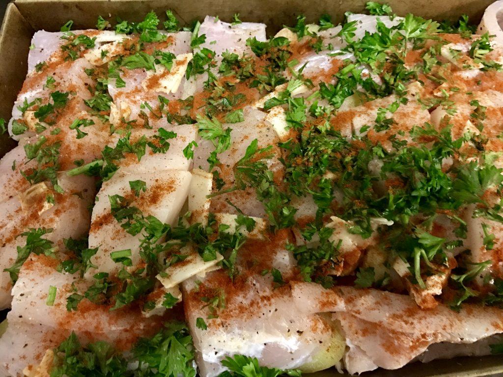 A Gyermekbarát Rácponty karácsonykor és mindörökké recept hozzávalói: 1,5 kg nílusi sügér ( METRO) vagy ha ezt nem tudnátok beszerezni, akkor friss tilápia filé - ez is nagyon finom hal, nem egy pangasius ... 1 kg burgonya édes nem es piros paprika só,bors