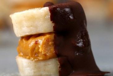banános-mogyoróvajas falat étcsokiba mártva, recept