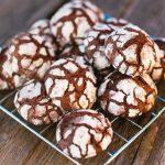 Kívül ropogós, belül puha kakaós pöfeteg keksz – recept
