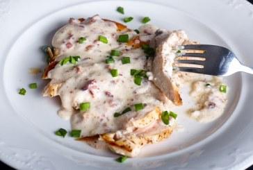 Fokhagymás, sajtos csirkemell serpenyőben sütve - recept