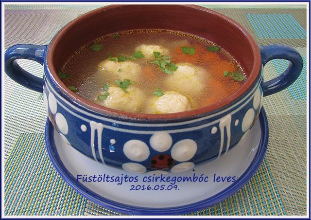 Füstölt sajtos csirkegombóc leves