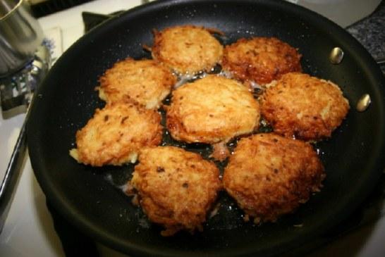 Kolbászos krumplis lepcsánka, filléres finomság, nagyon laktató!, recept