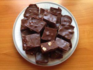 Piros mogyorós csokoládé házilag