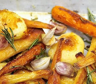 Jamie Oliver - Karácsonyi sült krumpli, répa, paszternák
