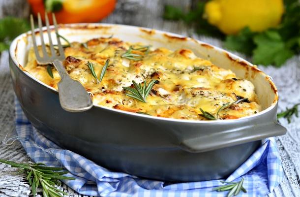 Tejfölben sült csirke sok sajttal