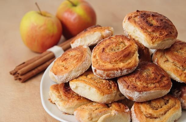 Foszlós almás csigák kelt tésztából