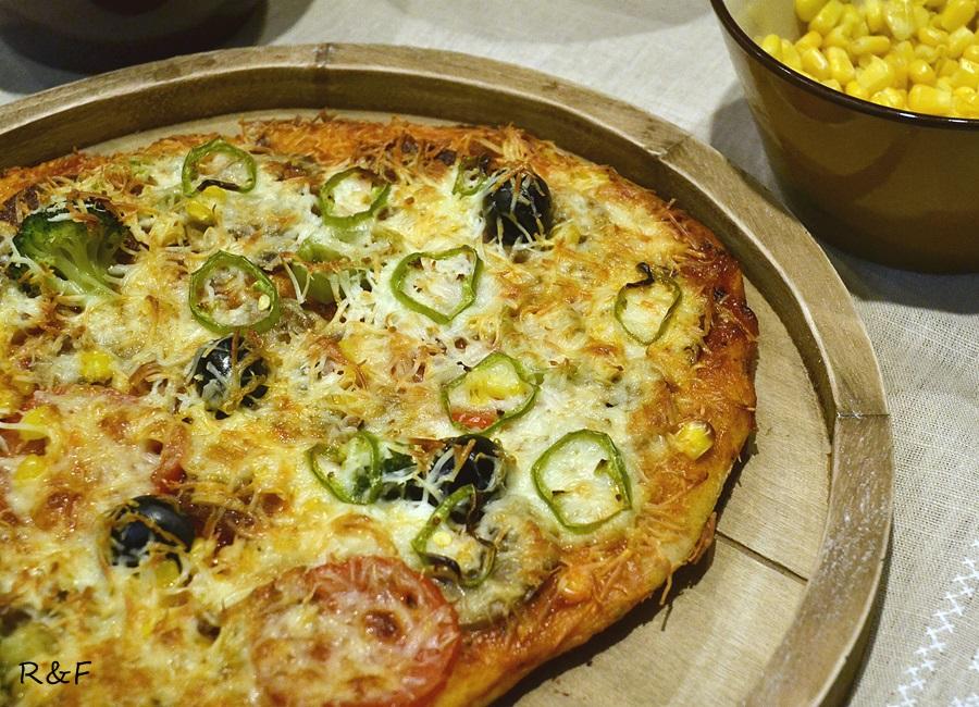 Ropogós házi pizza