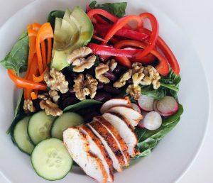 Építsd fel a legegészségesebb, leglaktatóbb salátát 5 lépésben!