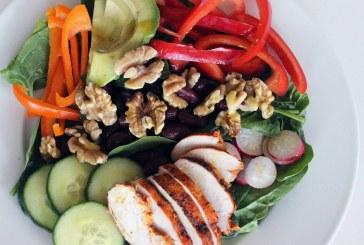 Építsd fel a legegészségesebb, leglaktatóbb salátát 5 lépésben, recept