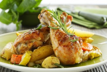 Rozmaringos csirkecomb vele sült krumplival, recept