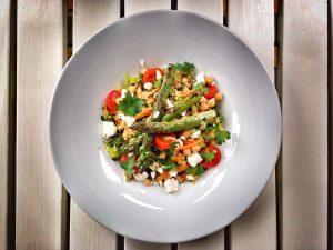 Csicseriborsós köles saláta