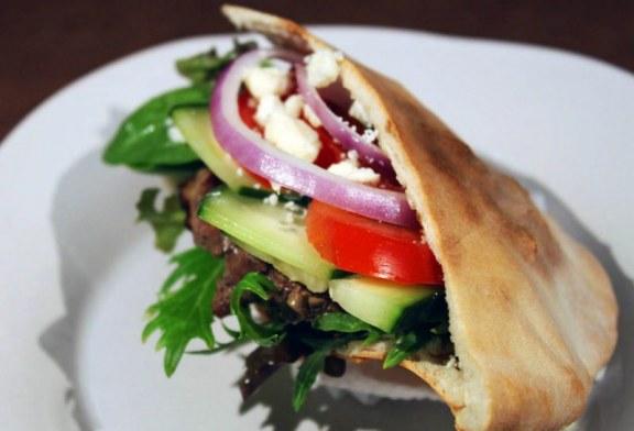 Gyors készítésű Görög gyros pitában, recept