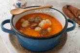 Kolbászos krumpligombócleves - recept