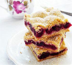 Cseresznyés-mogyorós pite