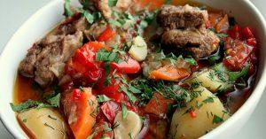 Lusta pörkölt zöldségekkel